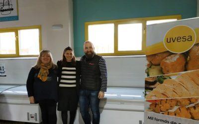 Grupo Uvesa colabora con el economato Villa Javier de Tudela para la compra de dos congeladores