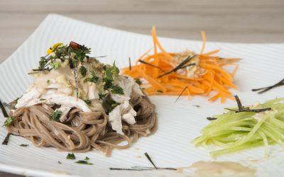Receta: Ensalada de soba con pollo y verdura a la salsa Tahini