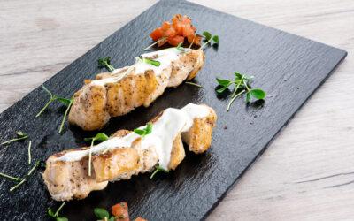 Receta: Brochetas de pollo con salsa de yogur