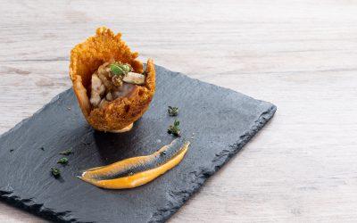 Receta: Pechuga de pollo en crujiente de queso y puré de boniato
